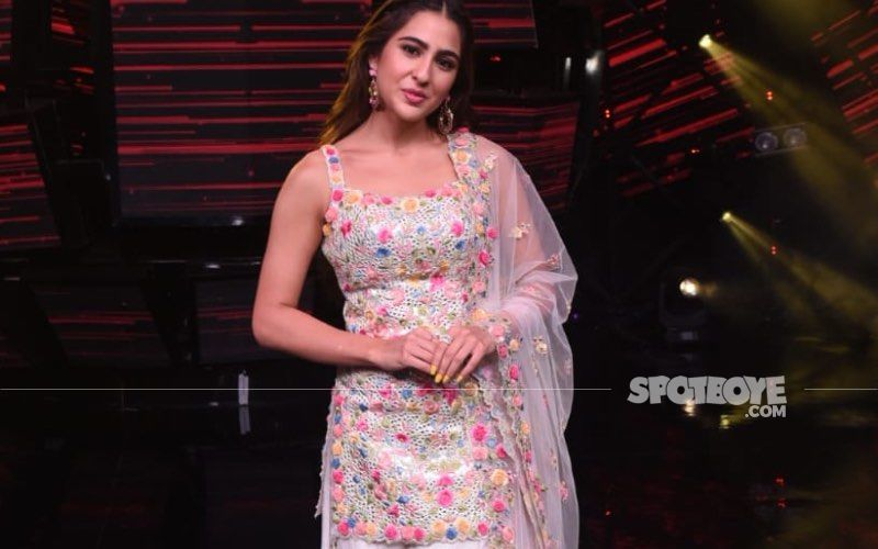 Sara Ali Khan Gets Irked After A Fan Removes Masks And Asks For A Selfie; Actress Asks 'What Are You Doing?' – VIDEO