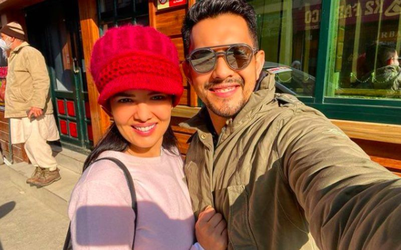 Kiss Day 2021: Aditya Narayan And Wife Shweta Agarwal Lock Lips As They Wish Fans; Also Shares A Valuable Tip