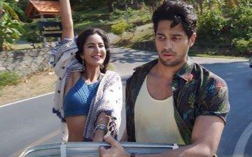 Siddharth & Katrina wave it up in Sau Aasmaan