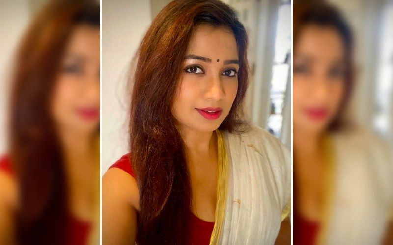 Jab Jab Navratre Aave OUT: Netizens Are Impressed With Shreya Ghoshal's Soothing Vocals; Say: 'Festive Season Is Incomplete Without This Track'