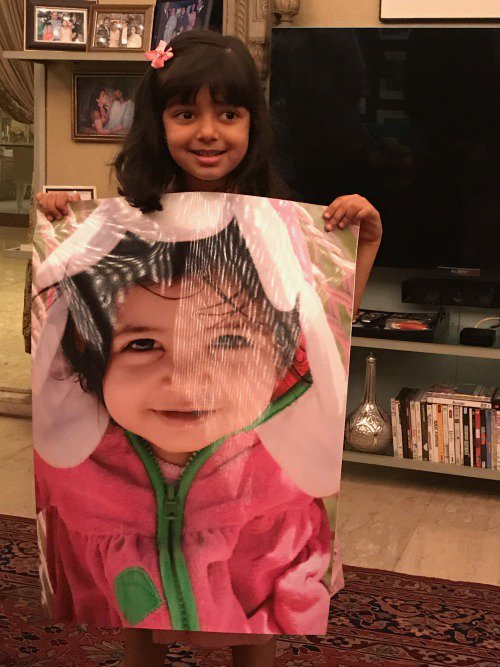 aaradhya bachchan with her poster