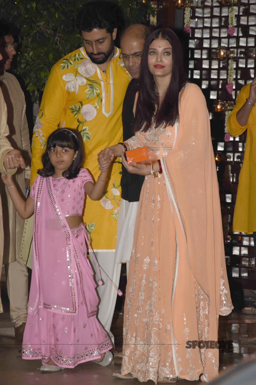 abhishek aishwarya aaradhya bachchan at ambani party