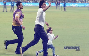 Shah Rukh Khan's Darling Son AbRam Steals The Show At Eden Gardens