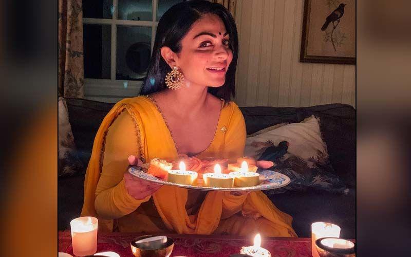 Neeru Bajwa Looks Gorgeous In Her Latest Look From Phatte Dinde Chakk Punjabi