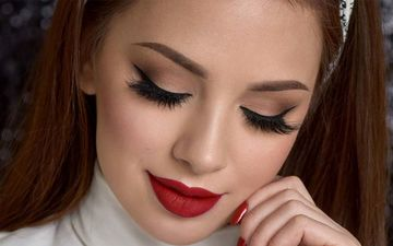 Christmas Makeup Ideas: Bring Out The Glamour Queen In You With These Easy Makeup Tutorials For The Festive Seasonv