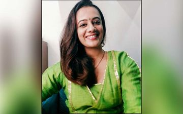 Spruha Joshi Mesmerizes Her Fans In A Gorgeous Traditional Marathi Saree