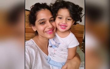 Daughter Jizah Plays Makeup With Mother Urmila Kothare, These Mother-Daughter Bonding Video Will Make You Go Aww!