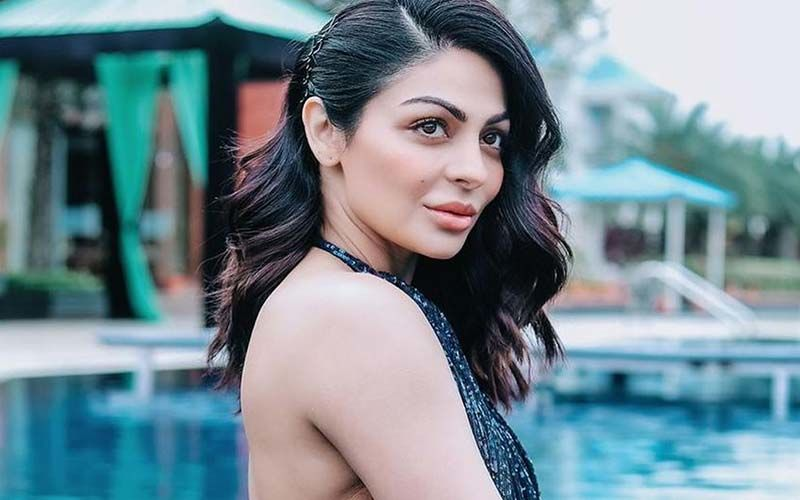 Neeru Bajwa Enjoys Poolside In A Gorgeous Ethnic Suit; We Wonder If he Location Is More Beautiful Or Her