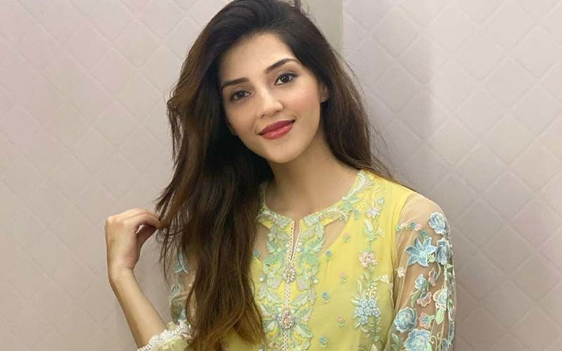 Mehreen Pirzada Shares Picture In Her Gorgeous Engagement Look And We Can't Keep Our Eyes Off Her