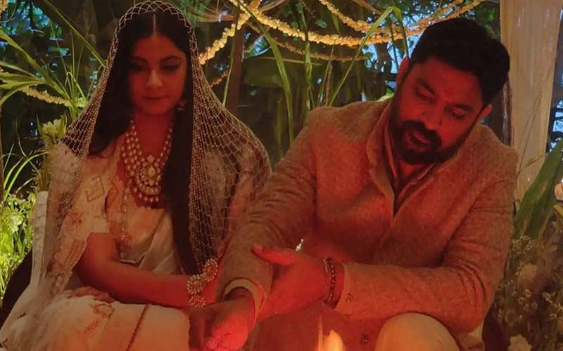 Decoding Rhea Kapoor's Wedding Look: A Vintage Pearl Veil Paired With An Off-White Chanderi Saree Made Her Look Like An Unconventional Yet A Strikingly Beautiful Bride