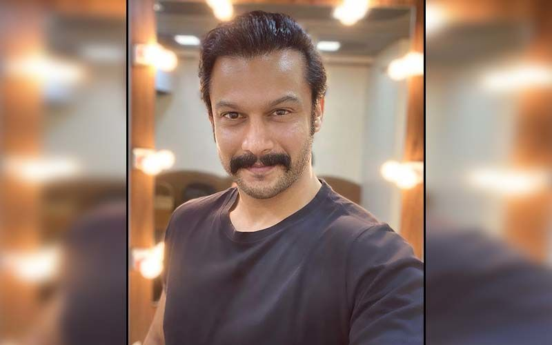 Addinath Kothare Makes Netizens Drool Over His Machismo In A Dapper Suit
