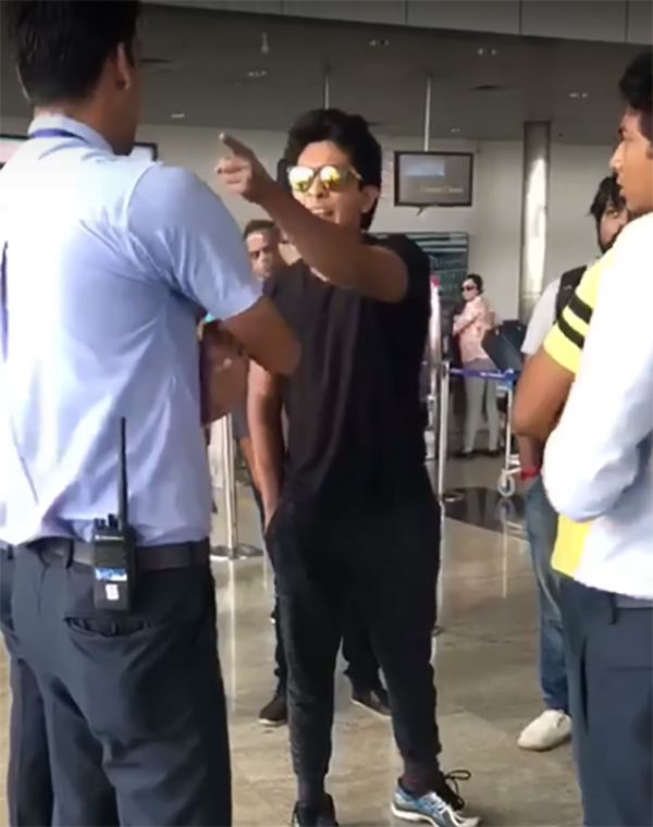 aditya narayan fights with indigo airlines staff at raipur airport
