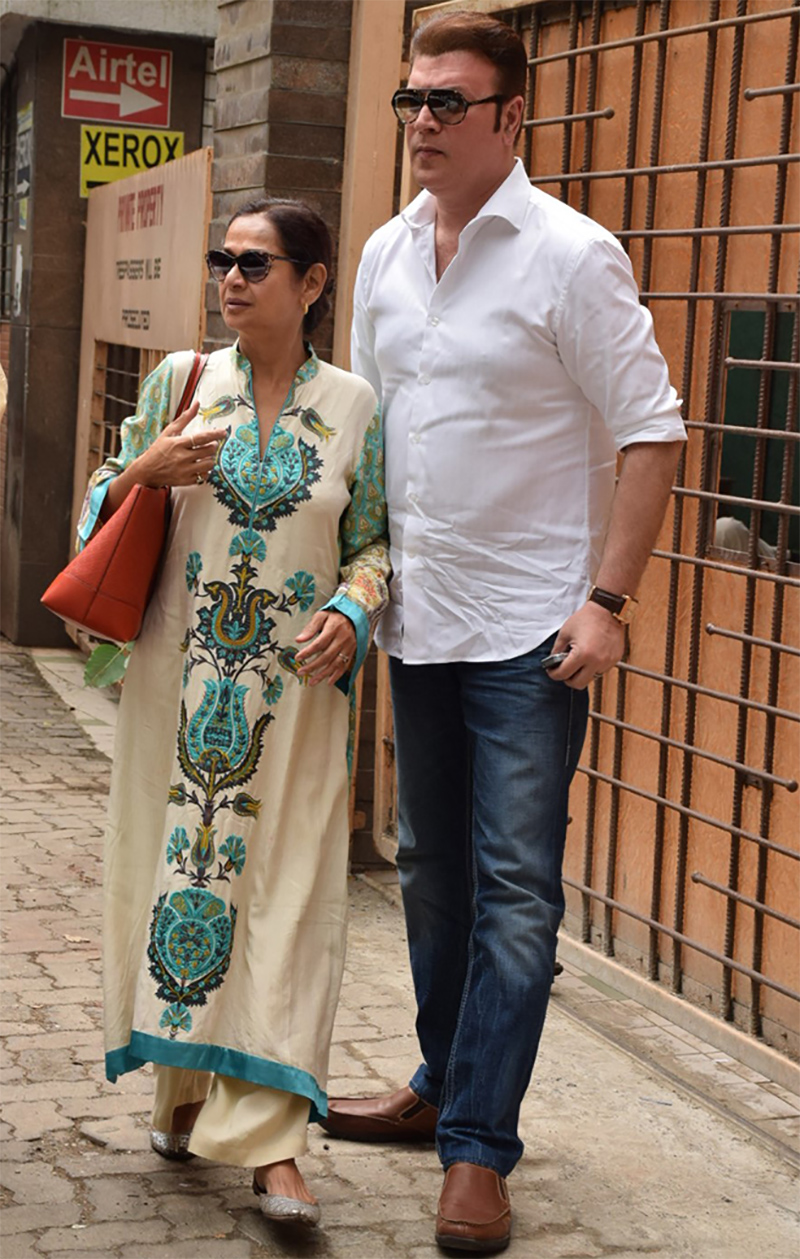 aditya pancholi and zarina wahab at the court to file a case against kangana ranaut