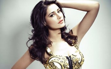 Nargis Fakhri slams rumours of quitting Bollywood