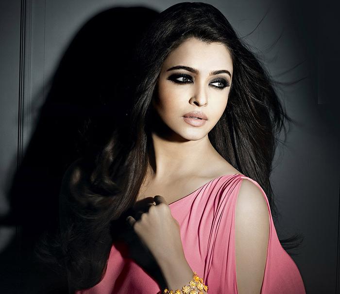 aishwarya rai bachchan posing for a photoshoot