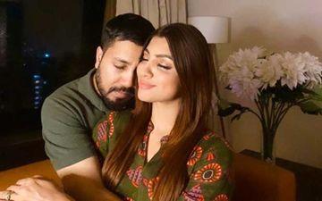 Akanksha Puri Spills The Beans On Her Mushy Post With Singer Mika Singh