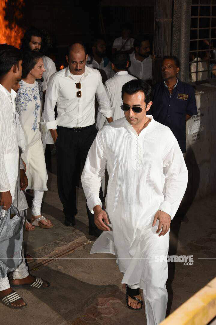 akshay khanna at the pyre