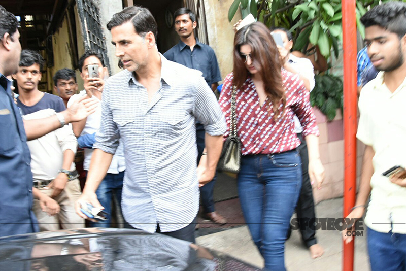 akshay kumar and wife twinkle khanna snapped post lunch