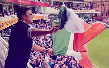 Akshay Kumar Apologises For Holding The Indian Flag Upside Down At Lord's