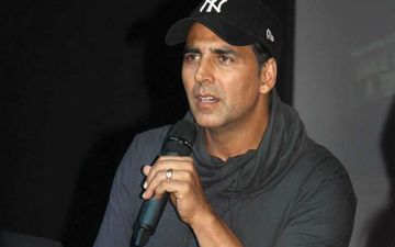 Akshay Kumar Clarifies He 'Liked' Video Mocking Attack On Jamia Students By Mistake