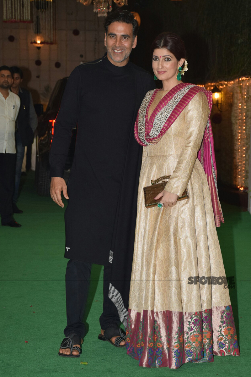 akshay kumar with twinkle khanna at ekta kapoor diwali bash