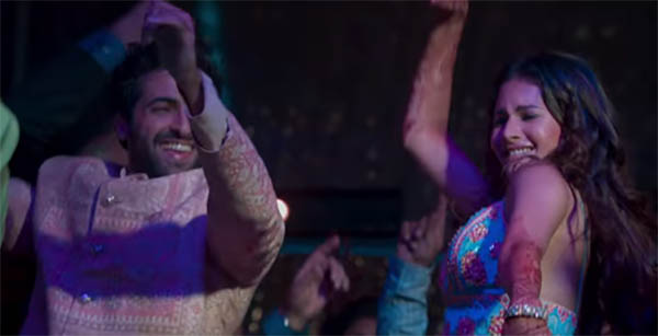 akshay oberoi and amyra dastur dancing in kaalakaandi