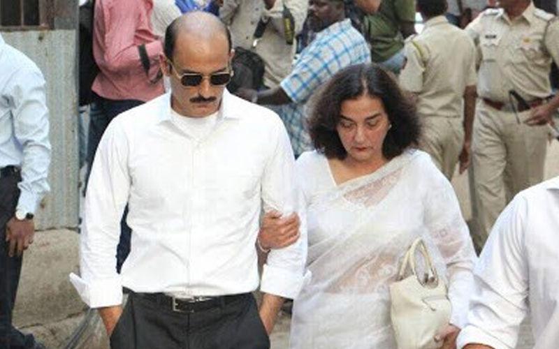 दिवंगत अभिनेता विनोद खन्ना की पहली पत्नी का हुआ निधन, जानिए पूरी खबर