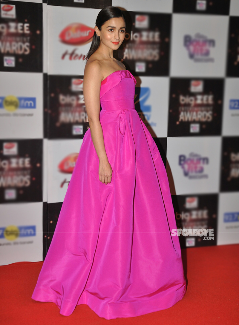 udta punjab actress alia bhatt at big zee awards 2017
