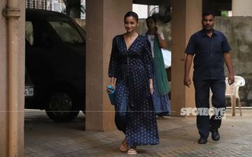 Alia Bhatt Spotted At Sanjay Leela Bhansali's Office; Actress Flashes Brightest Smile For Paps