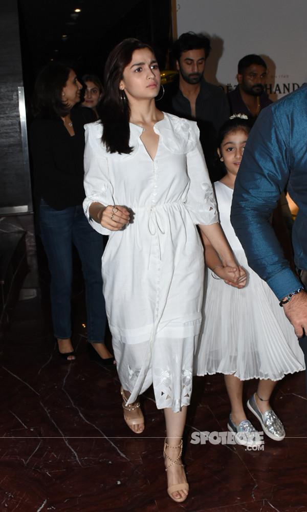 Alia Bhatt And Ranbir Kapoor Walking Out After Dinner