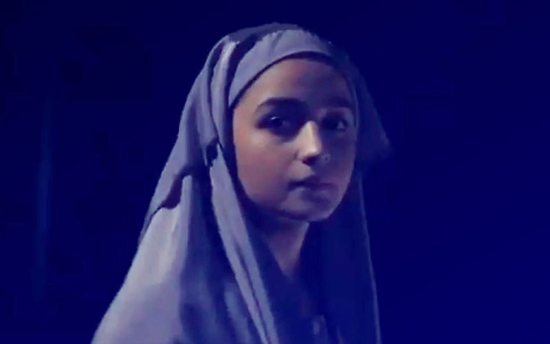 वीडियो: आलिया भट्ट की मच अवेटेड फिल्म 'राजी' का टीज़र हुआ रिलीज