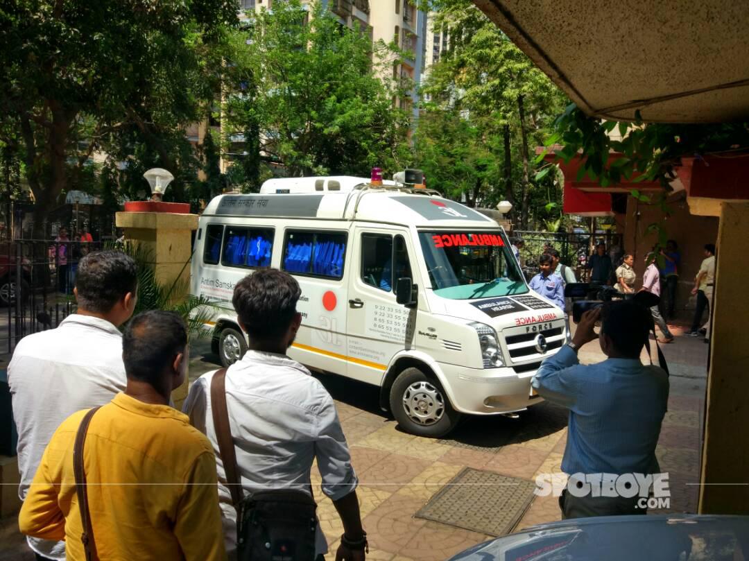 ambulance carrying reema lagoo