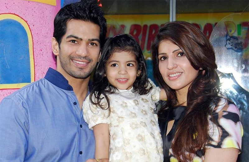 amit tandon with his daughter jiyana and wife ruby