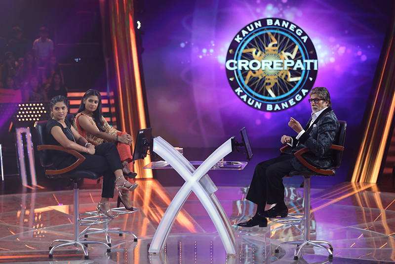 amitabh bachchan with a contestant on hot seat