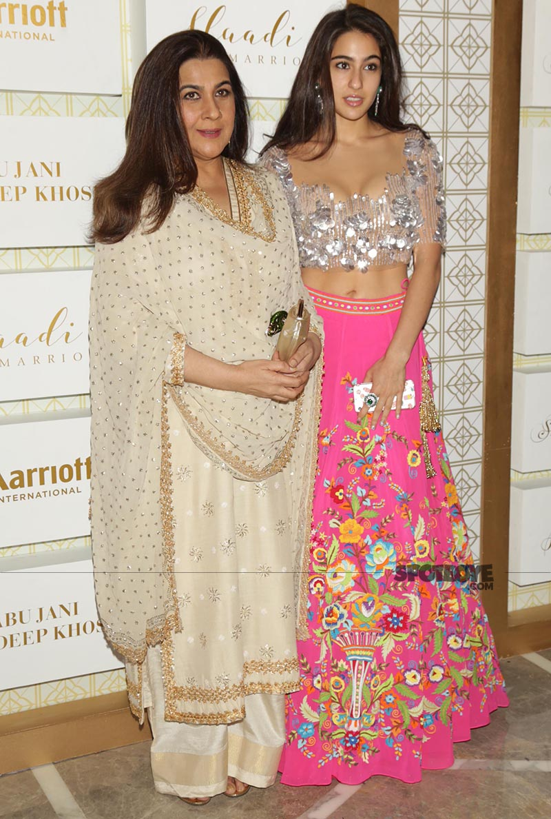 amrita singh with daughter sara ali khan at