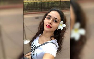 Choricha Mamla Actress Amruta Khanvilkar Adores Birthday Girl, Hollywood Actress Meryl Streep