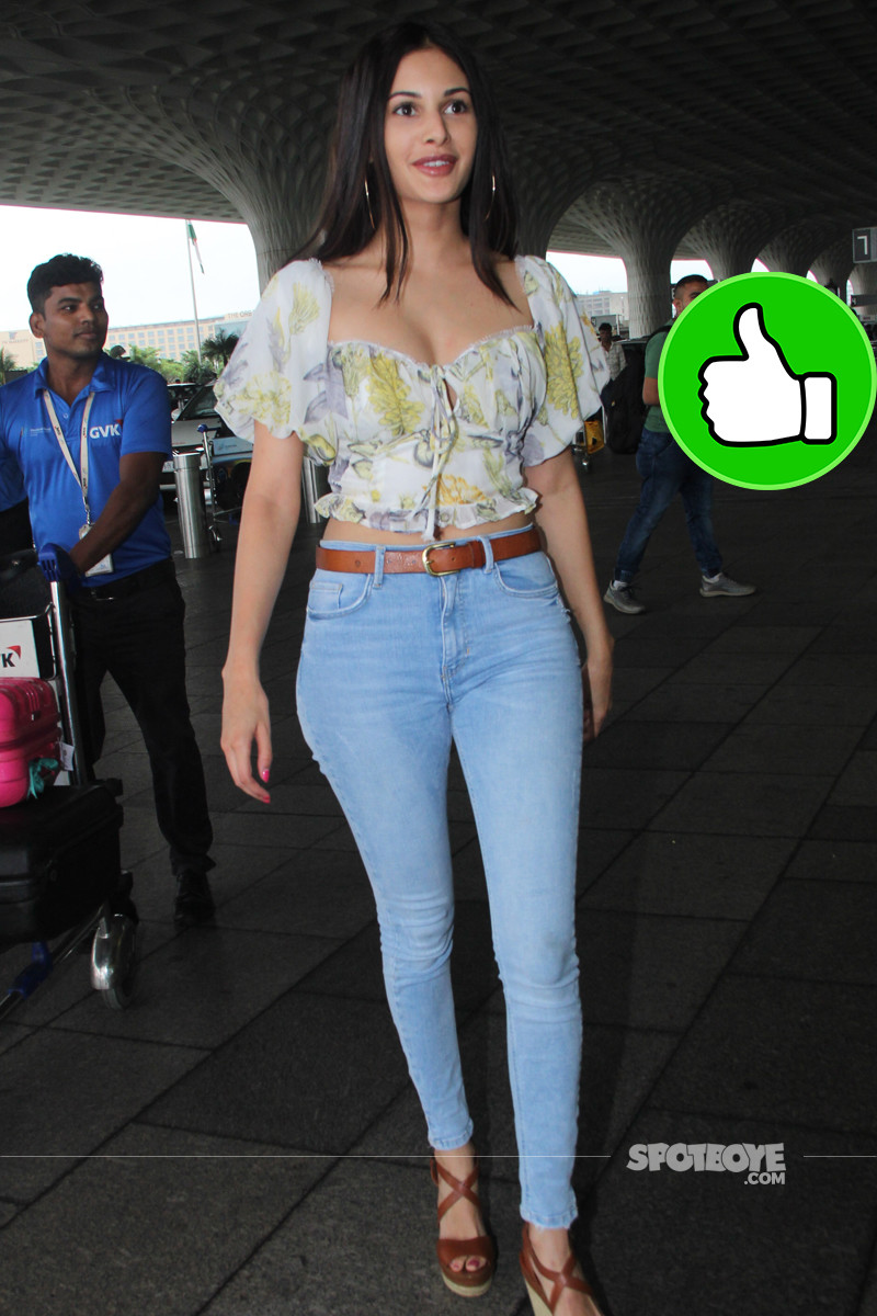 amyra dastur snapped at the airport