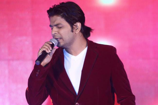 ankit tiwari singing on stage