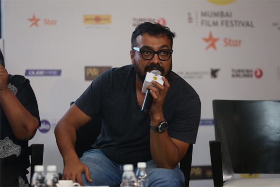 anurag kashyap fights with fan at mami movie mela and gives it back