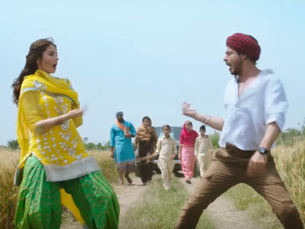 anushka sharma and shah rukh khan dance in the fields of punjab