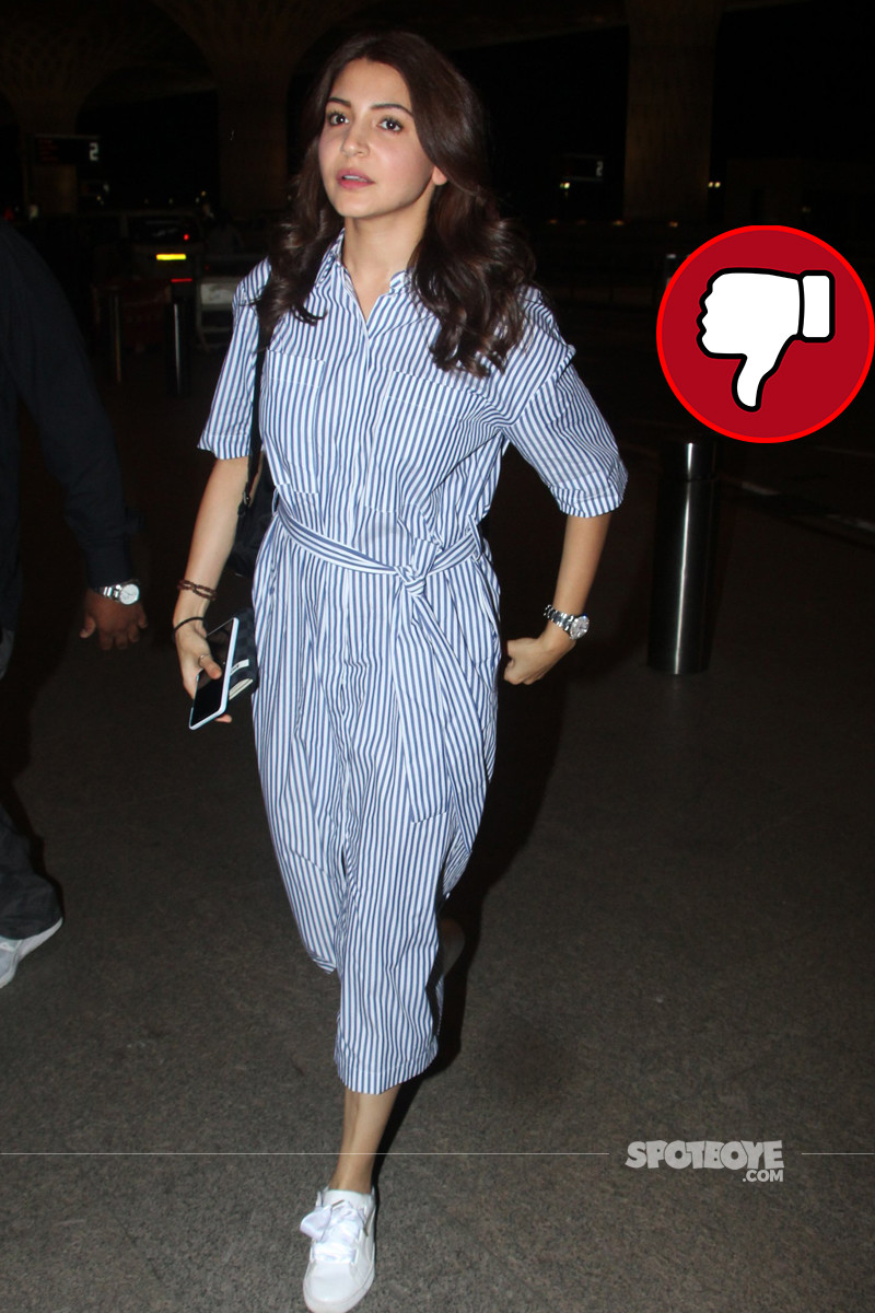 anushka sharma clicked at mumbai airport