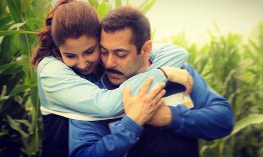 anushka sharma hugs salman khan in sultan