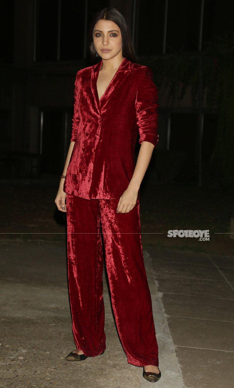 anushka sharma in red velvet dress at the promotions of jab harry met sejal