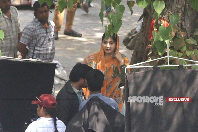 anushka sharma shoots for an intense scene