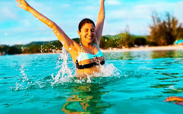 Anushka Sharma Turns Into A 'Water Baby' In These Smoldering Pictures From Her Vacation With Virat Kohli