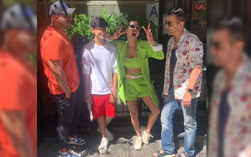 Kap-FamJam: Malaika Arora Is A Complete Goofball In This Latest Pic From New York; Actress Chills With Beau Arjun Kapoor And Family