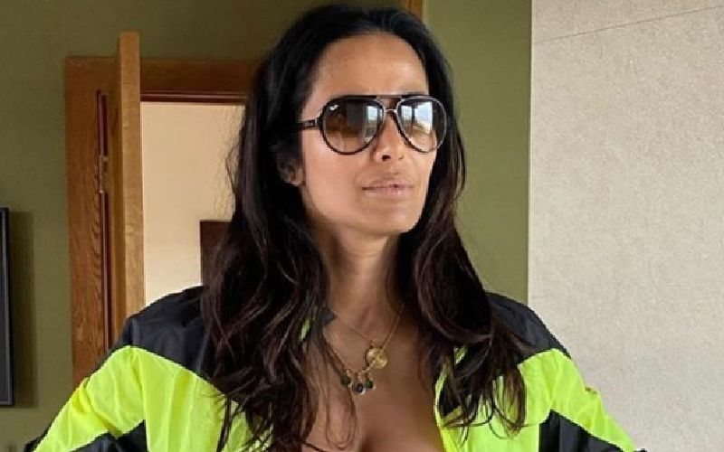 Padma Lakshmi Goes 'All Supported' While Showing Off Her Smoldering Hot Bod In Latest Pic Channeling 'Miami Vice'; Ooh La La
