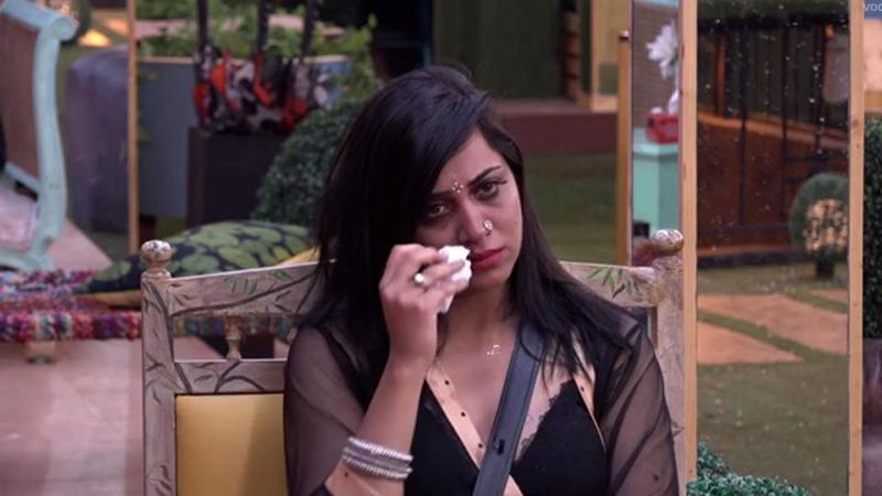 arshi khan crying in bigg boss 11