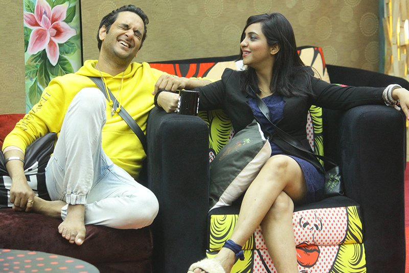 arshi khan with vikas gupta inbigg boss 11 house