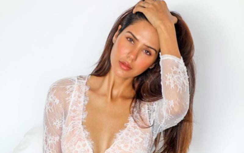 Sonam Bajwa's Casual Style Game Hints At Her 'Plans And Resolutions For 2021' - Shares A Pic On Insta